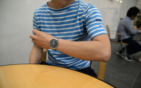 西岡さんの腕時計はオメガ スピードマスター