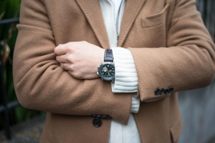 村松さんの腕時計はハミルトンのETOレザー