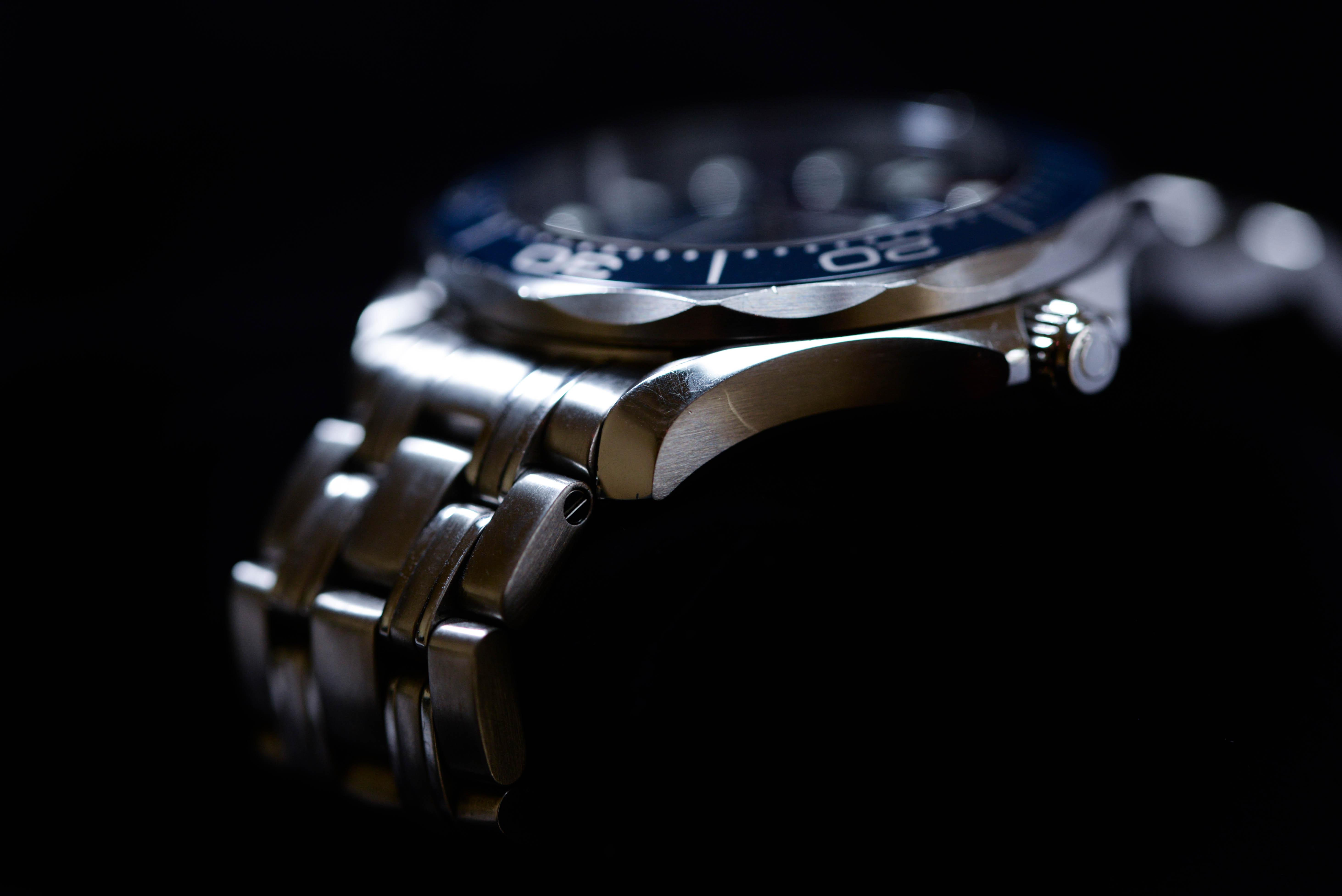 ビジネスシーンはもちろん、プライベートでも活躍する腕時計