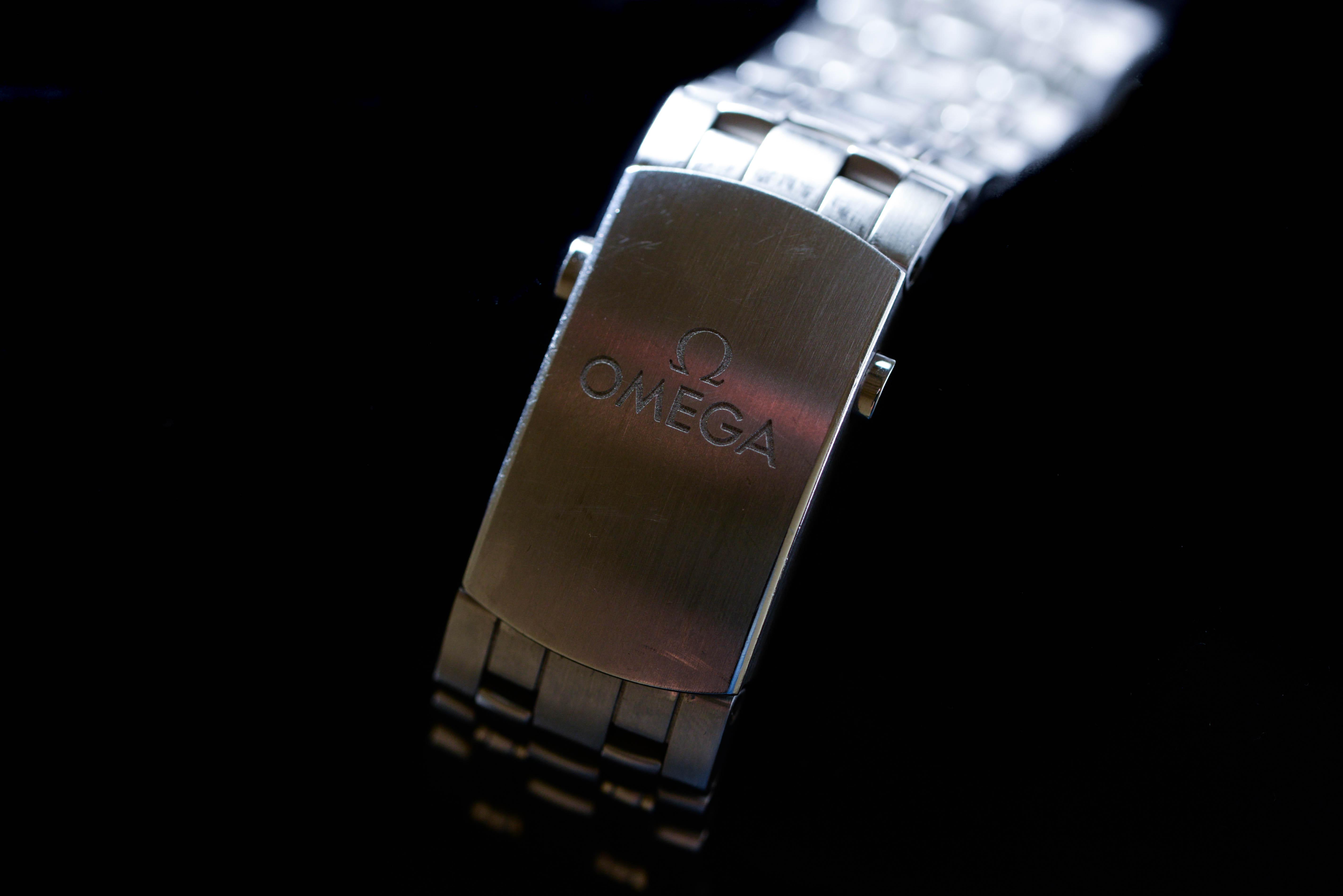 腕時計以外には、プラダの小物が好き