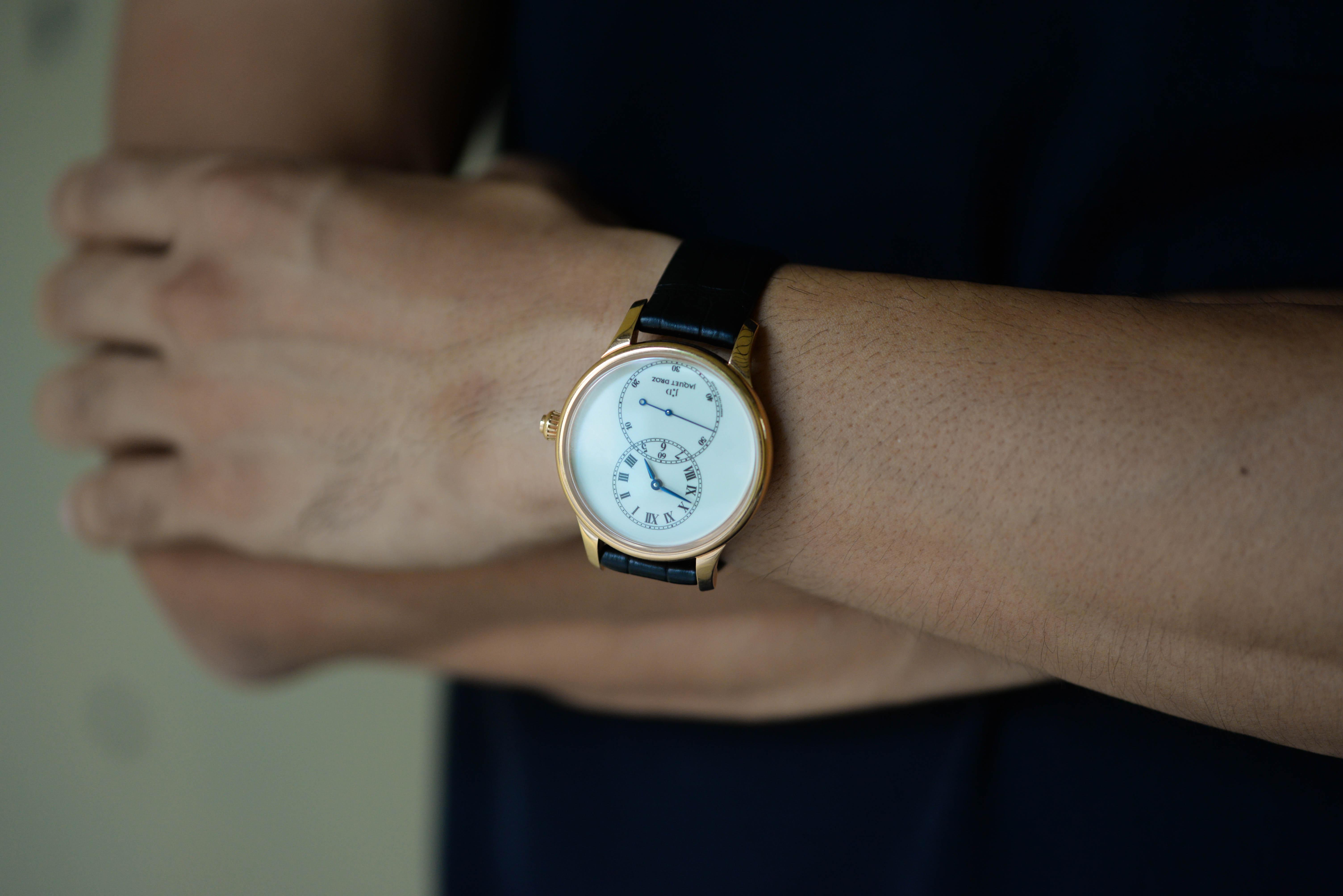 河村さんの腕時計はジャケ・ドローのグラン・セコンド