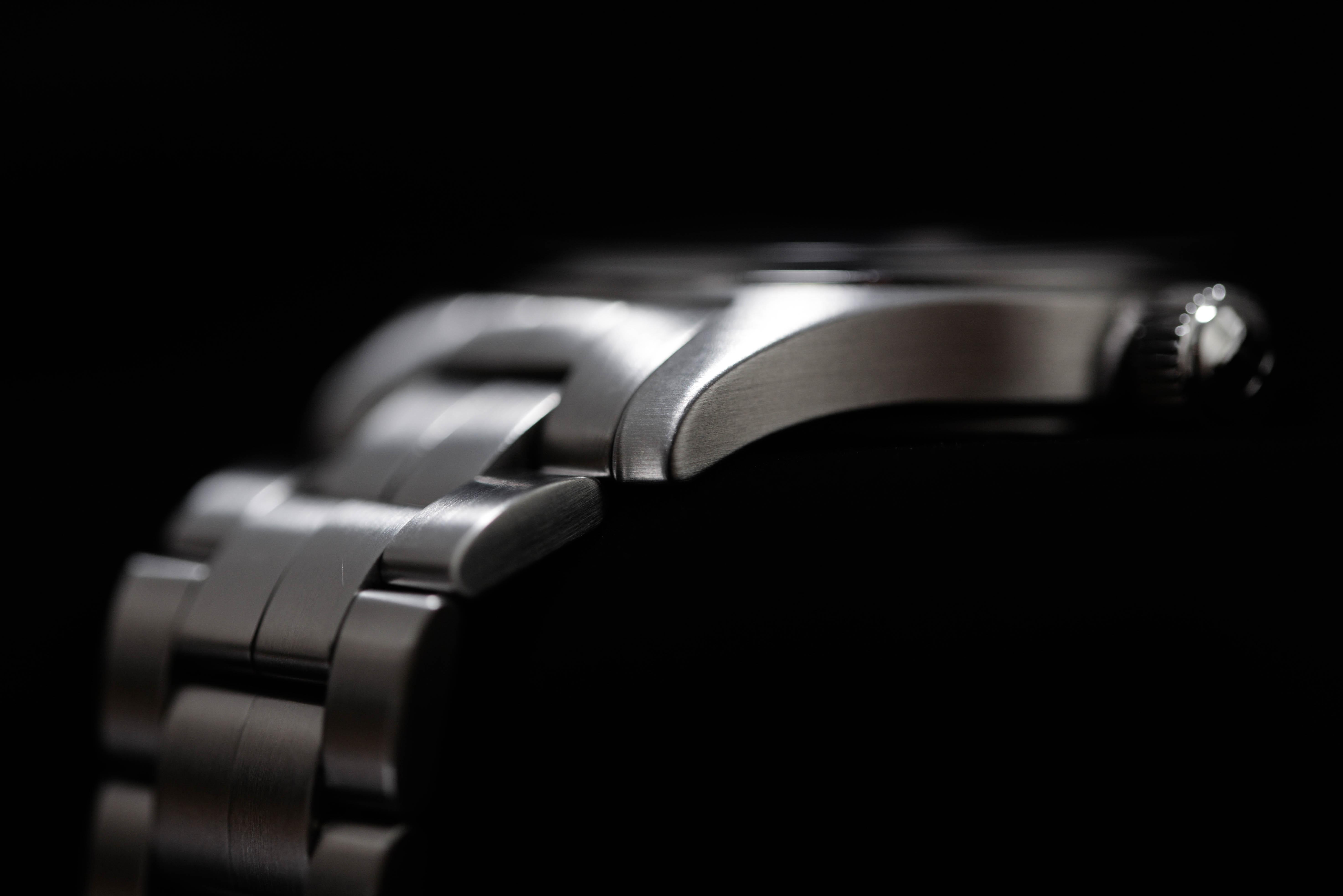 カジュアルな文字盤の腕時計