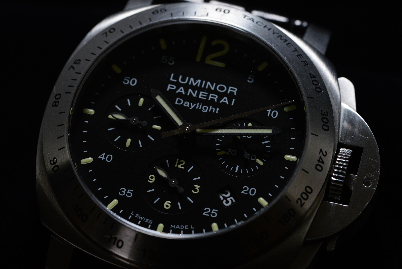 宇都さんの腕時計はルミノール クロノグラフ デイライト Ref.PAM00250