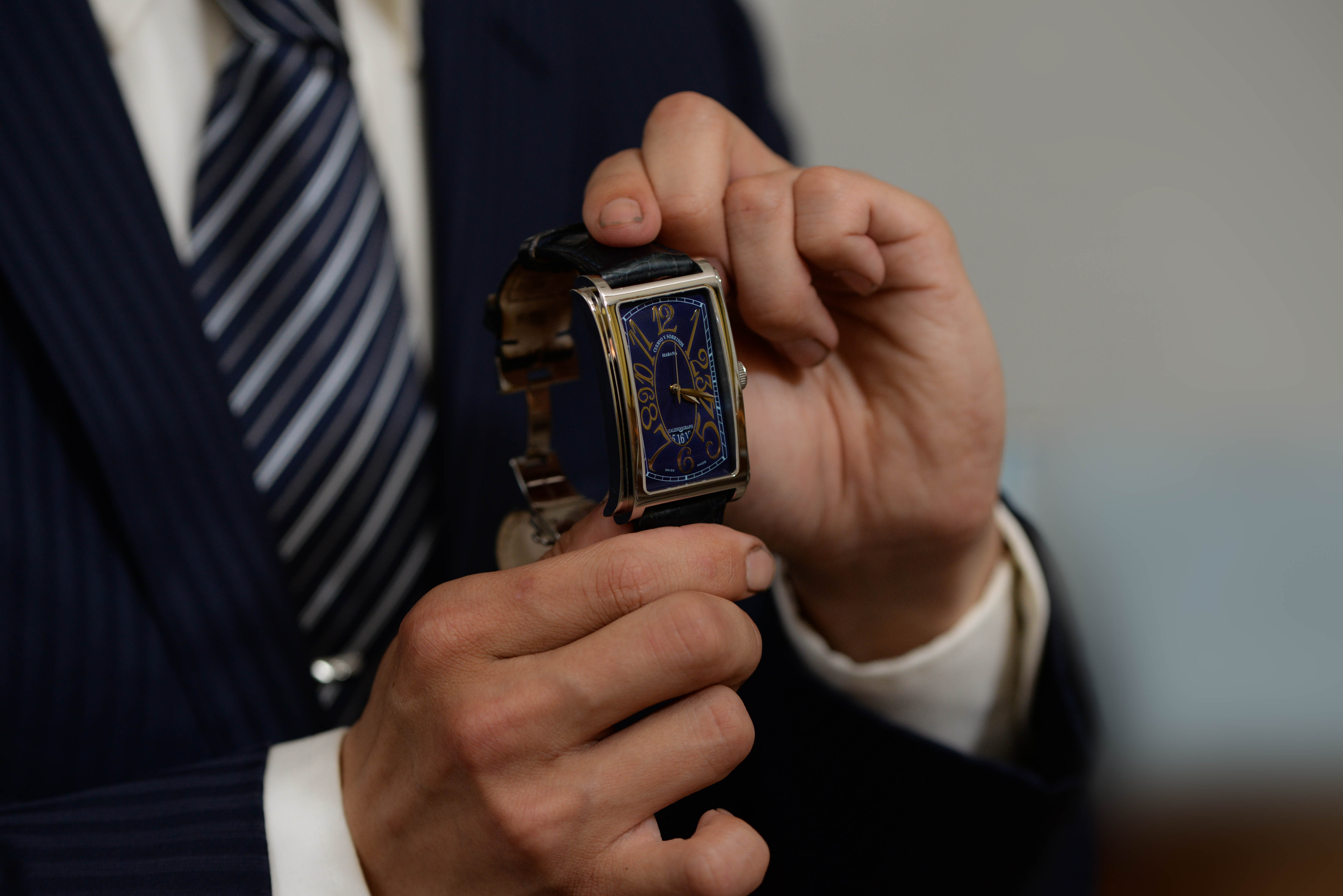 クエルボ・イ・ソブリノス プロミネンテ A1012 NUMをを手に持つS.Hさん