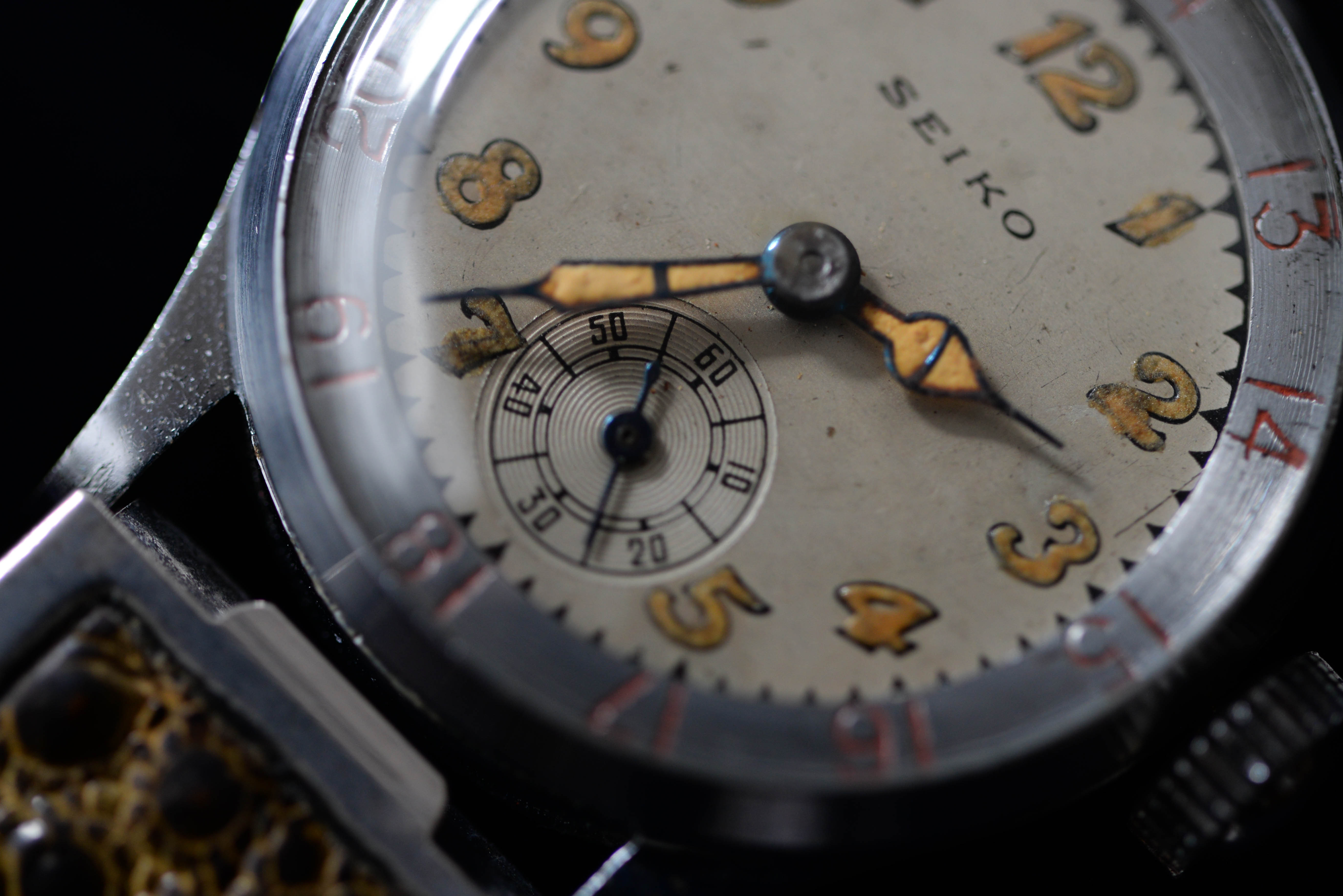 国産腕時計の工夫や意匠性にとても魅力を感じます
